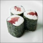 japonska hrana-sushi-maki s tuno
