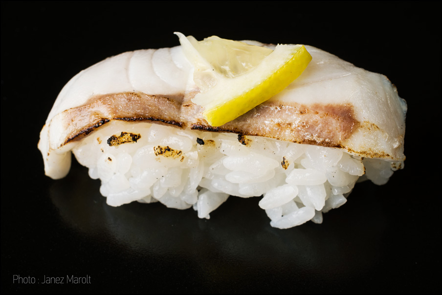 japonska hrana-sushi-Nigiri z brancinom