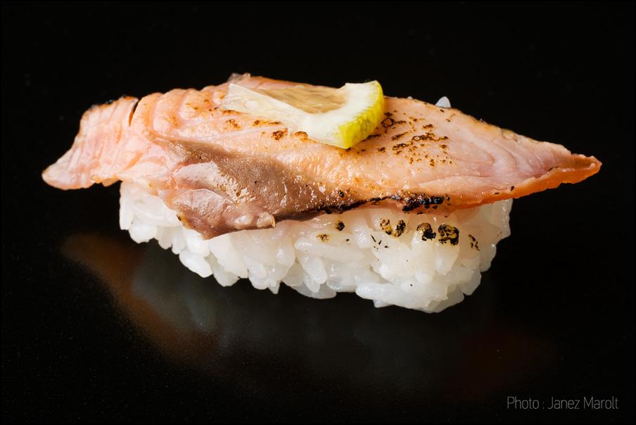 japonska hrana-sushi-Nigiri z lososom