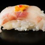 japonski catering-sushi-Nigiri z brancinom in olupkom pomaranče