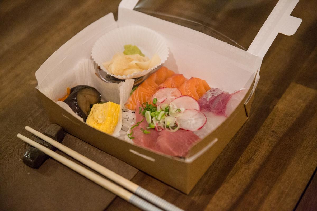 Chirashi sushi bento, foto: Polona Plasin